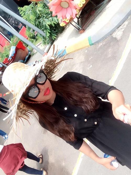 Dang sau ve dep cua hotgirl Thi No tren facebook-Hinh-3