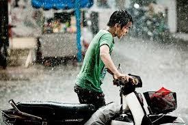"""""""Duong ai nay di"""" vi chang khong biet di xe may-Hinh-2"""