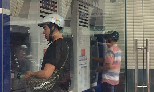 Ngan hang dau dau tim cach chong trom tien qua the ATM