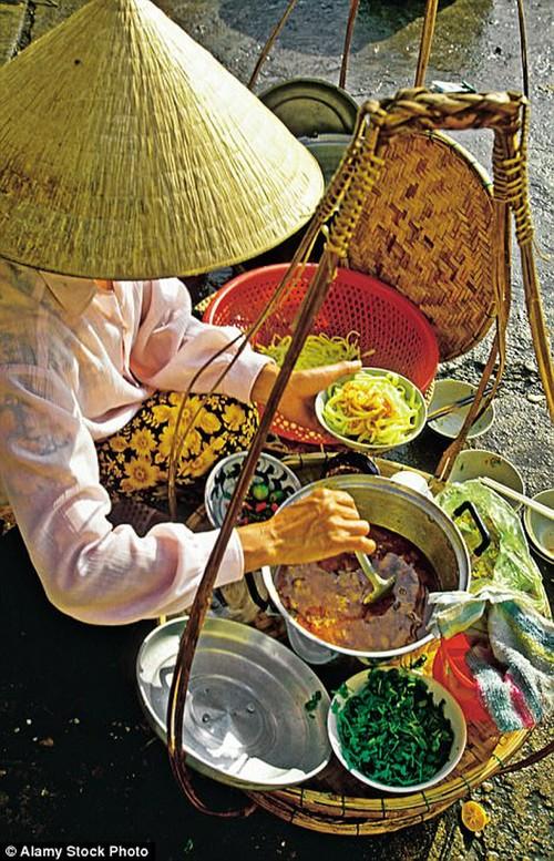 Kham pha Viet Nam qua loi ke cua nha bien kich Phap-Hinh-2