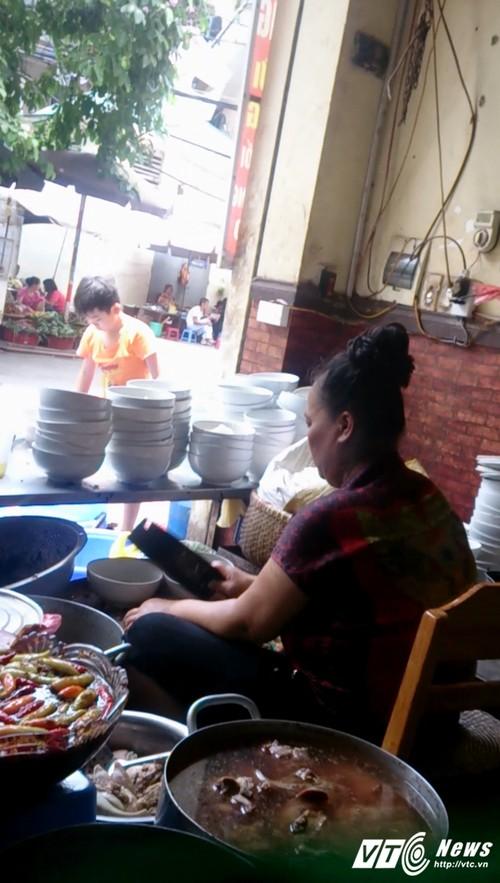 Quan bun chui: Khi van hoa phuc vu bi meo mo-Hinh-3