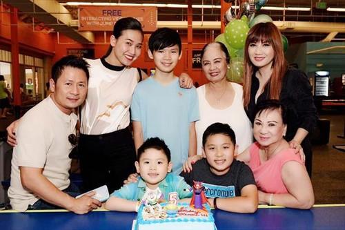"""Dam Thu Trang dua Subeo di choi: Chuyen """"banh duc co xuong"""" trong Vbiz-Hinh-3"""