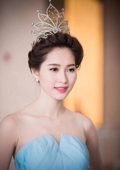 Hoa hau Dang Thu Thao tung song kho khan nhu the nao?-Hinh-2