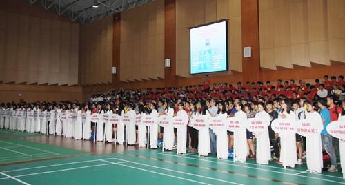 Khai mac Giai cau long HSSV tranh cup Bao Tuoi tre Thu do lan thu IV-Hinh-3