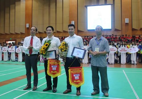 Khai mac Giai cau long HSSV tranh cup Bao Tuoi tre Thu do lan thu IV-Hinh-6
