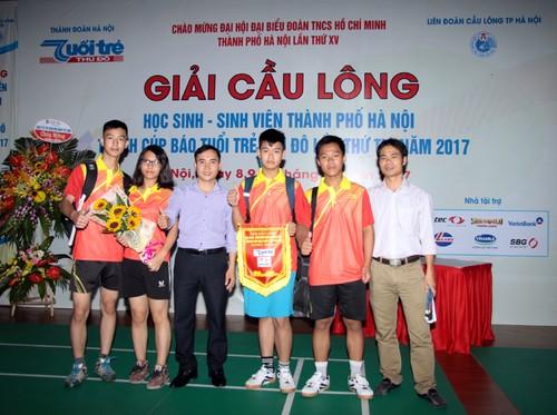 Khai mac Giai cau long HSSV tranh cup Bao Tuoi tre Thu do lan thu IV-Hinh-9
