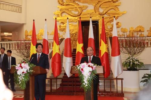 Thu tuong Nguyen Xuan Phuc hoi dam voi Thu tuong Shinzo Abe-Hinh-6