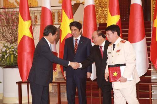 Thu tuong Nguyen Xuan Phuc hoi dam voi Thu tuong Shinzo Abe-Hinh-7