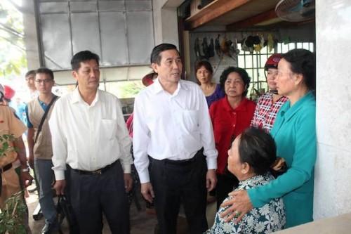 Tien Giang: Container dam vao nha dan, 3 nguoi thuong vong-Hinh-3