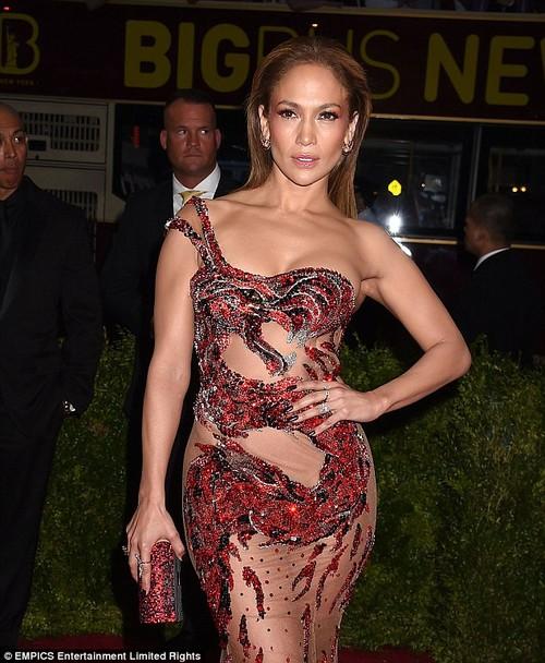Jennifer Lopez bat ngo phu nhan tin don dinh hon