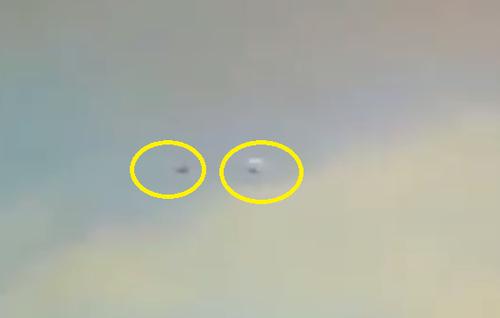Bi an vat the nghi UFO truy duoi tren bau troi My