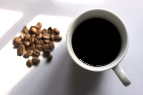 Chet dot ngot vi dung cung luc 3 thuc pham chua caffeine-Hinh-2