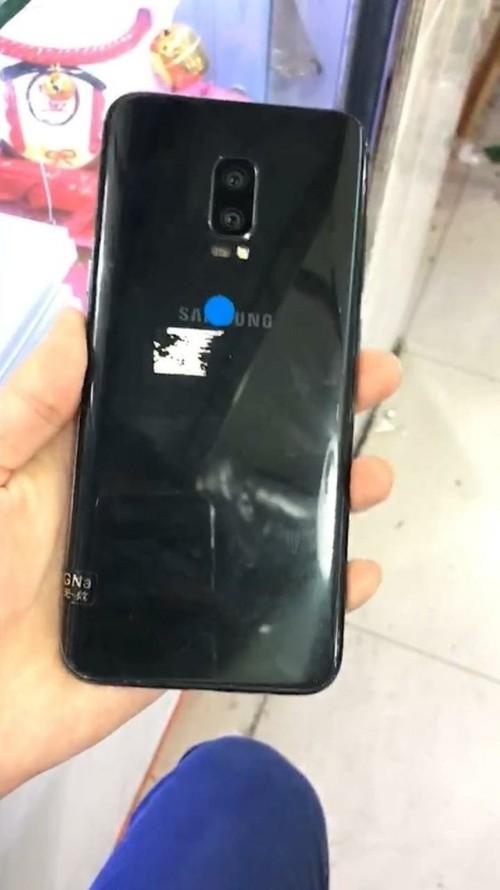 Mat lung Galaxy Note 8: cam bien van tay o dau?