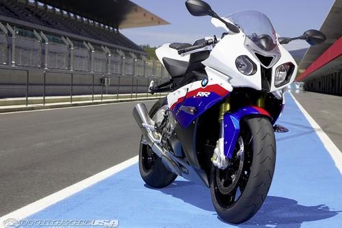 BMW Motorrad trieu hoi moto S1000RR va S1000R dinh loi