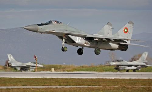 Bao duong tiem kich MiG-29, Bulgaria cach Nga vi gia dat