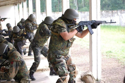 Bat ngo: Ukraine san xuat sung truong M16 My thay AK-Hinh-2