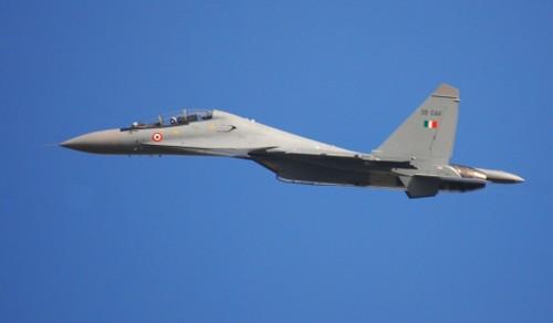 "Tin ""soc"": May bay Su-30MKI roi do...tin tac Trung Quoc"