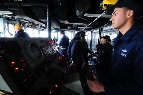 Vi sao tau khu truc USS Fitzgerald bi tong nat bet?-Hinh-2