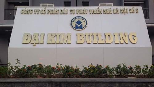 Ha Noi: Vat la o chung cu Dai Kim roi xuong khien be gai trong thuong-Hinh-2
