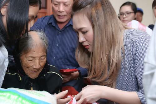 My Tam thuc trang dem chuan bi qua Tet cho nguoi ngheo-Hinh-2