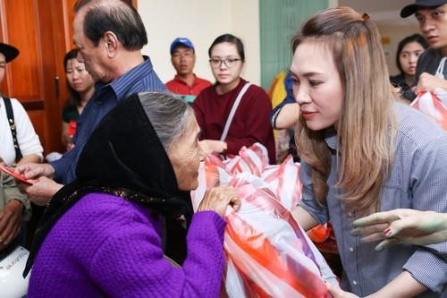My Tam thuc trang dem chuan bi qua Tet cho nguoi ngheo-Hinh-3
