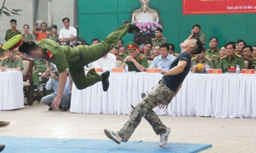 TPHCM ra mat luc luong Canh sat Hinh su dac nhiem tran ap toi pham-Hinh-3