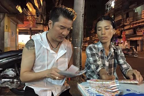 Dam Vinh Hung trung so khi mua tram ve so giup cu gia-Hinh-5