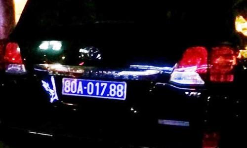 Lo dien doanh nghiep tang xe sang cho Tinh uy Nghe An-Hinh-2