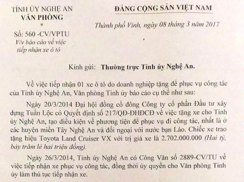 Lo dien doanh nghiep tang xe sang cho Tinh uy Nghe An