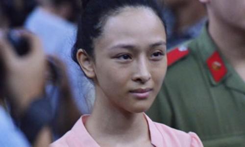 """Toc Tien: """"Dang buon khi tung ho Phuong Nga la anh hung"""""""