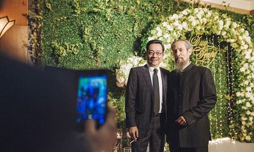 Doi thu tren phim, ngoai doi Chu Hung - Hoang Dung gay bat ngo-Hinh-2