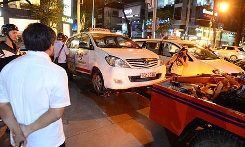 Ong Doan Ngoc Hai xuong duong dep via he sau 4 thang nghi