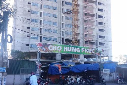 Be tong roi xuong mai cho Hung Phuc, mot tieu thuong bi gay chan