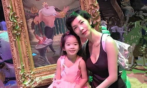 Xuan Lan cay dang ke chuyen cha be Tho choi tu con-Hinh-2