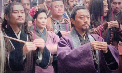 """Doi thuc be boi cua """"cao thu Luong Son Bac"""" trong Thuy Hu-Hinh-2"""