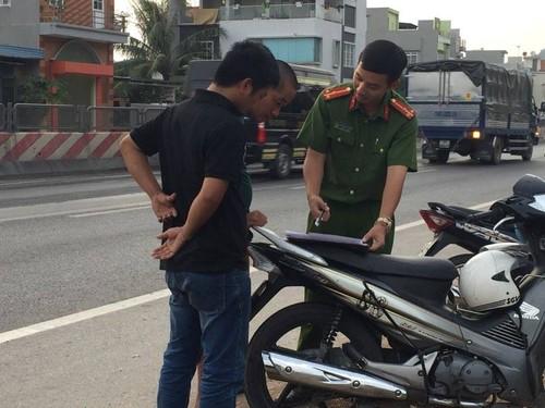 Quang Ninh: Xe khach giuong nam hu hong sau va cham xe tai-Hinh-8