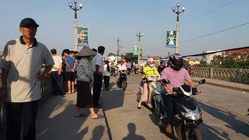 Ninh Binh: Bi o to khach tong, mot nguoi tu vong, mot nguoi vang song-Hinh-3