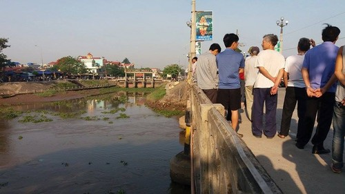 Ninh Binh: Bi o to khach tong, mot nguoi tu vong, mot nguoi vang song-Hinh-4