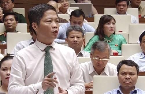 Bo truong NN&PTNT tra loi chat van: Nong chuyen giai cuu nong san-Hinh-2