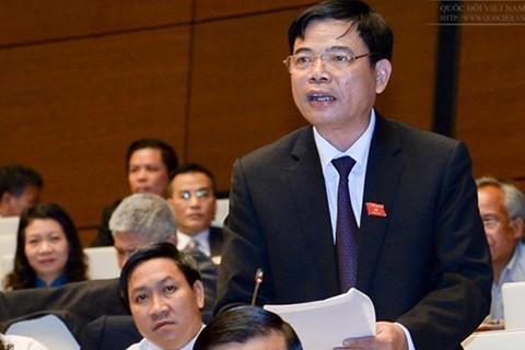 Bo truong NN&PTNT tra loi chat van: Nong chuyen giai cuu nong san