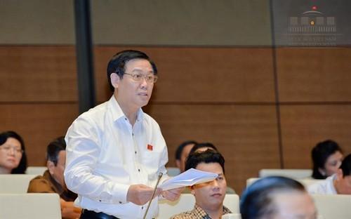 """PTT Vuong Dinh Hue: """"Chung ta co tien ma khong tieu het duoc"""""""
