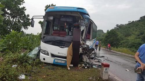 Quang Ninh: Container dam xe khach, hang chuc nguoi so mat via-Hinh-3