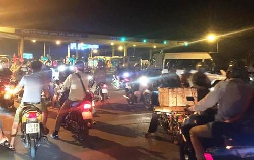 """Nhieu tai xe tha di """"cung duong mau"""" chu khong nop phi qua QL5-Hinh-2"""