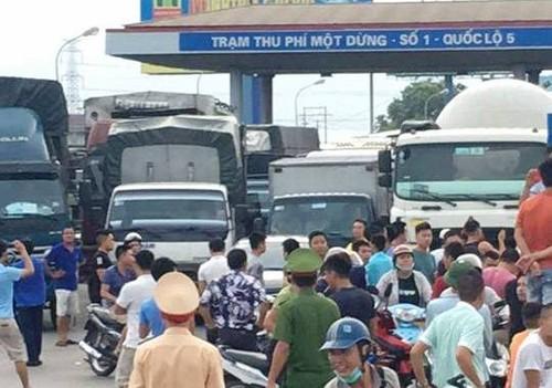 """Nhieu tai xe tha di """"cung duong mau"""" chu khong nop phi qua QL5"""