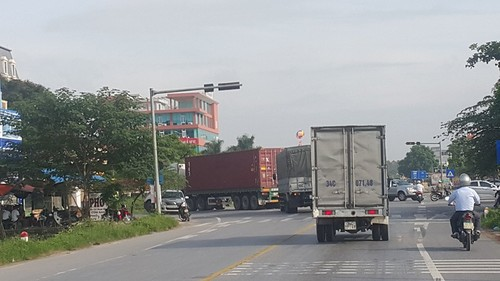 """Nhieu tai xe tha di """"cung duong mau"""" chu khong nop phi qua QL5-Hinh-3"""