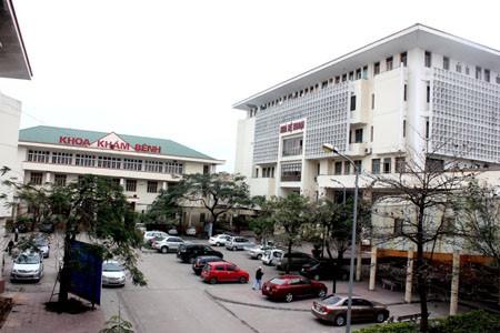 Quang Ninh: Uong nham ruou ngam thuoc bop chan, 7 nguoi ngo doc