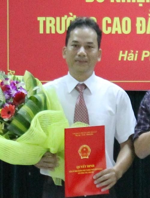 Gia mao trong cong tac: Pho hieu truong Cao dang CN Hai Phong bi bat