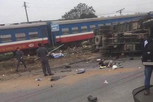 Vượt dây chắn đường sắt, tài xế xe tải tử vong