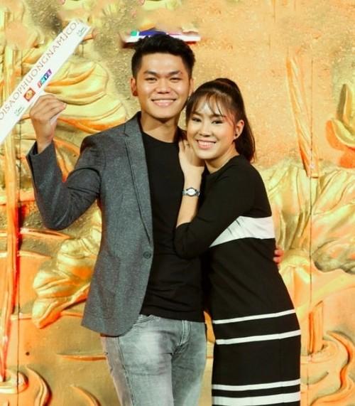 Le Phuong phu nhan co bau voi ban trai kem tuoi
