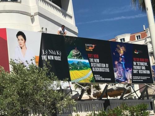 Xon xao anh Ly Nha Ky tren pano quang ba tai LHP Cannes-Hinh-4
